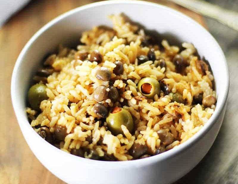 Arroz con Gandules, so easy in a rice cooker! Yum! FusionCraftiness.com