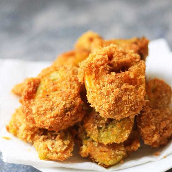 Best Fried Green Tomatoes Recipe all jazzed up with Indian spices and extra crunchy with panko breadcrumbs!