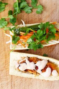 Easy Chicken Bahn Mi Sandwich, a French-Vietnamese Fusion Craftiness. Enjoy all the goodness of your favorite Bahn Mi, in a convenient recipe. Yum!