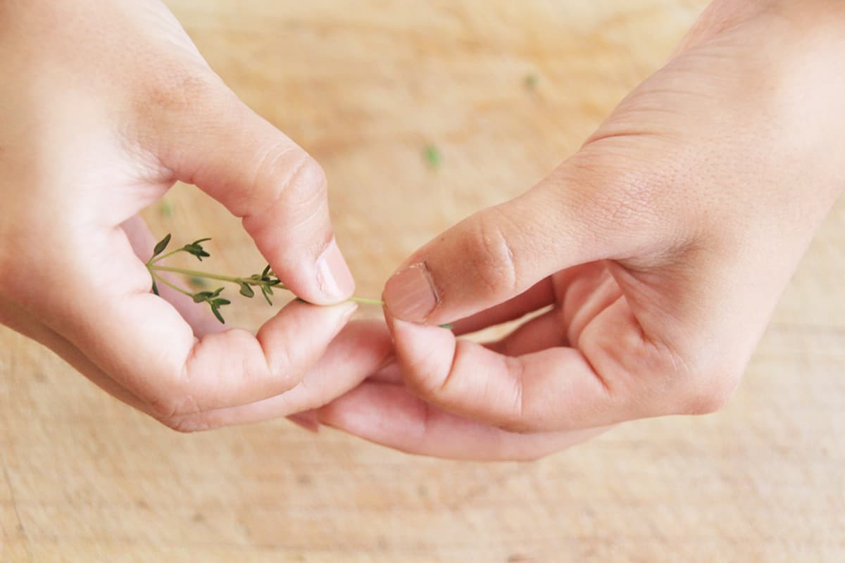 How to mince thyme and other fine herbs.