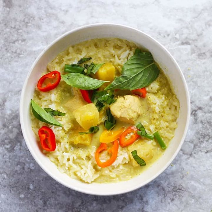 How to make Thai Green Curry with chicken and pineapple. Make your own curry paste or use pre-made in a can. This is an easy recipe and cooks up fast. | FusionCraftiness.com | Thai curry, Thai green curry, chicken, pineapple, rice, Thai food