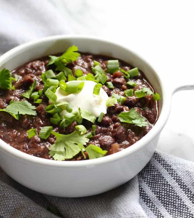 A perfect solution to weekdays busy-ness. Make a batch of this easy Mexican Black Beans and enjoy as a quick side or a vegetarian entree. #MexicanBlackBeans #MexicanRecipe #Vegetarian #BlackBeans
