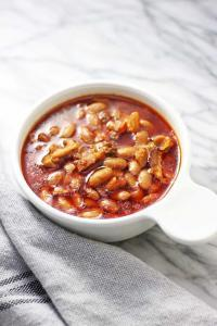 A bowl of cooked mayocoba beans.