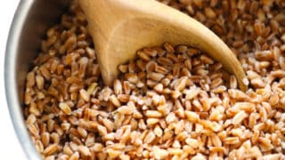 How To Cook Farro (Recipe and Tips)